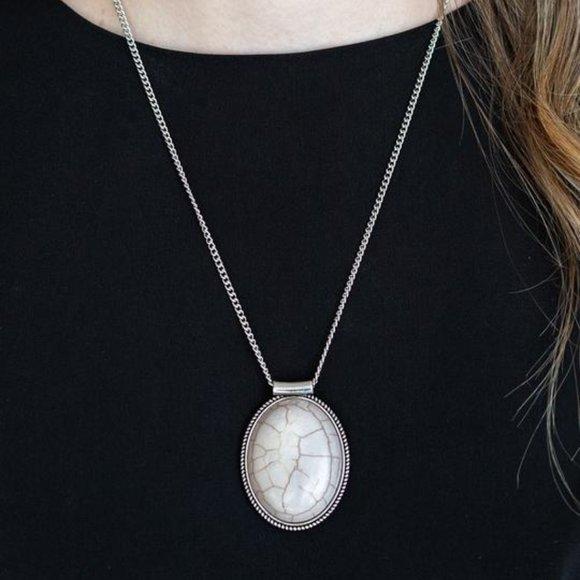 3/$20 Paparazzi Southwest Showdown Gray Stone Pendant Necklace and Earrings Set